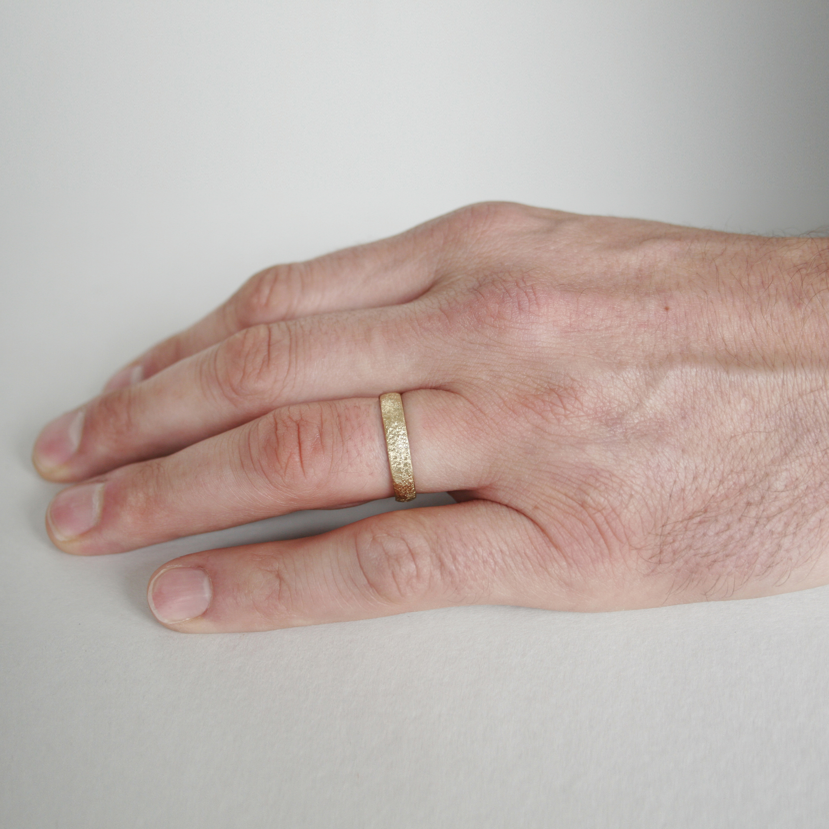 Scattered 18ct Yellow Gold Wedding Band 4mm